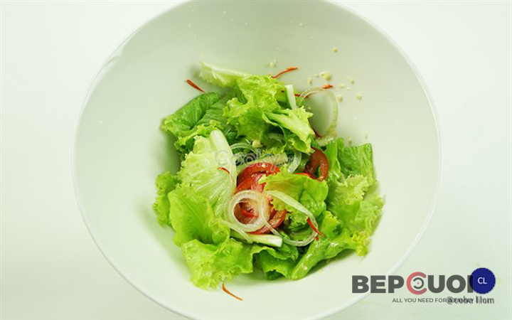20 phút có ngay món salad rau củ trộn trứng Bếp Cười 5
