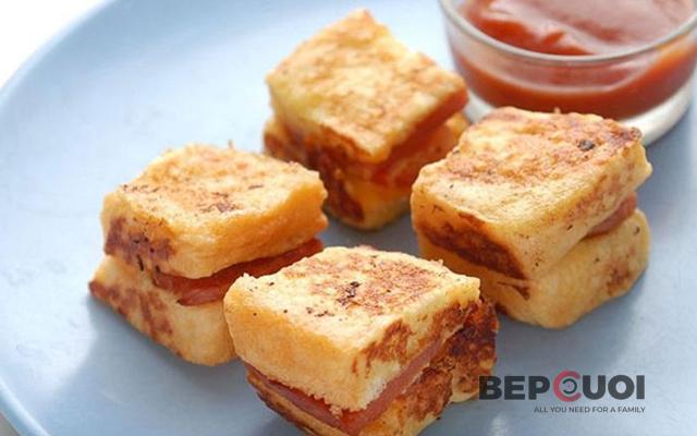 Bữa sáng cấp tốc với món bánh mì sandwich kẹp chiên